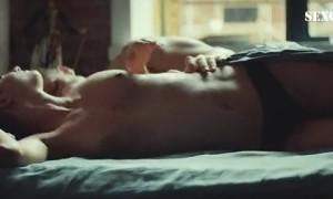 Полина Максимова голая в постели