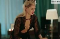 Наталья Бардо в нижнем белье в сериале Улетный экипаж