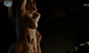 Джулианна Гуилл испытывает оргазм во время секса