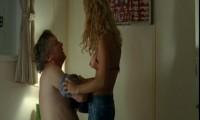 Алиси Брага обнажает свою грудь