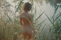 Аглая Тарасова голая купается в реке