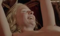 Ребекка Фергюсон голая ложится в постель