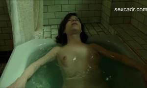 Салли Хокинс голая мастурбирует в ванной