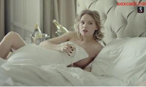 голая Мария Фомина в постели