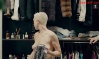 Дарья Мороз с голой грудью