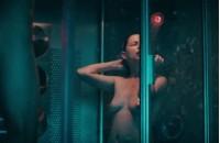 Голая Мишель Уильямс в душе