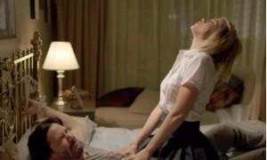 Лоренца Иззо и Ана де Армас издеваются над  Киану Ривзом