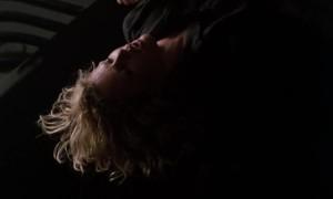 Жетский секс с Ким Бейсингер на столе