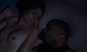 Голая Лела Лорен в постели