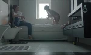 Голая Мария Шумакова выходит из ванной