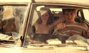 Голая Кристен Стюарт в машине