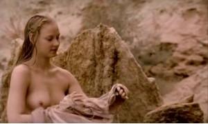 Светлана Ходченкова купается голышом