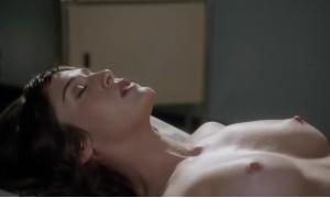 Лиззи Каплан мастурбирует на камеру