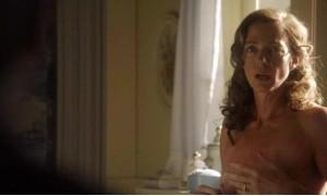 Эллисон Дженни с обнаженной грудью