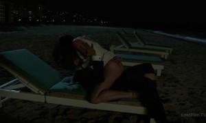 секс с Джессикой Маре на пляже