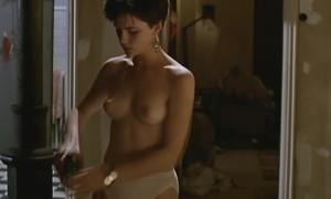 Кейт Бекинсэйл с голой грудью