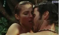 Секс с Эльза Патаки в бассейне