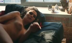 голая Ольга Виниченко нежится в постели
