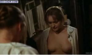 Виолетта Давыдовская с голой грудью