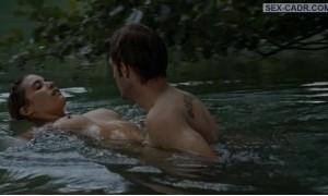Ваина Джоканте голая плавает в реке