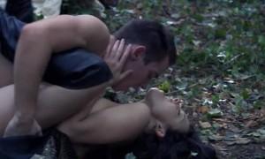 Секс с Натали Дормер в лесу