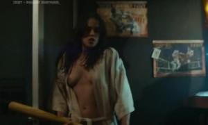 Мишель Родригес с обнаженной грудь