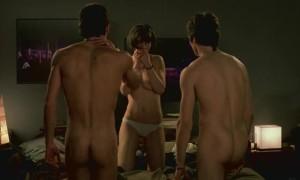 Елена де Фрутос развлекается с парнями