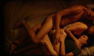 Секс с двумя девушками в фильме Любовь