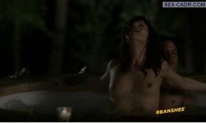 Бейби Норман голая в джакузи