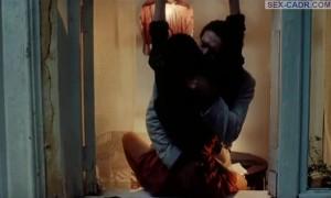 Секс с Ингеборга Дапкунайте на подоконнике