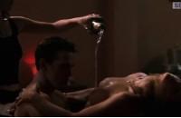 Дениз Ричардс и Нив Кэмпбелл в эротической сцене
