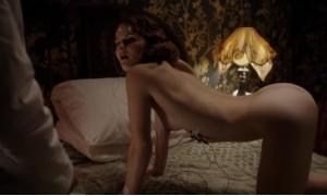 Голая Эллен Ро получает оргазм