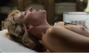 Хелена Йорк достигает оргазма